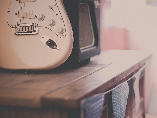 vintage-guitar-hd-wallpaper